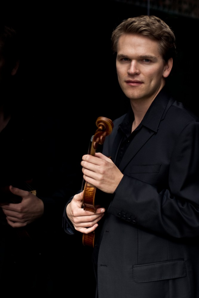 Mads Tolling - violin